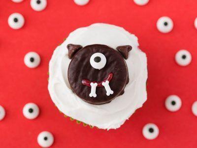 Cách làm bánh cupcake quái vật đơn giản ngày Halloween