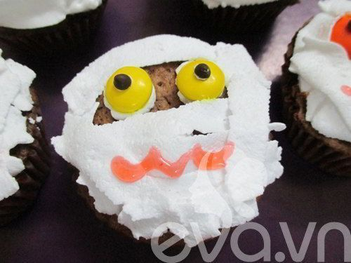 cach_lam_banh_cupcake_xac_uop_cho_halloween_9