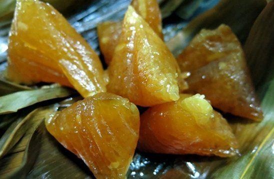 Tại miền trung và miền nam, bánh tro được gói dạng bánh ú và gọi là bánh ú tro