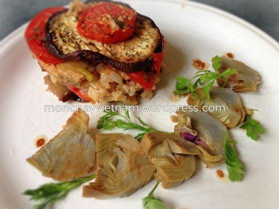 món chay : Cơm lức cà tím cà chua với salad nhân atiso