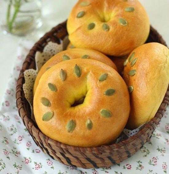 Tuyệt chiêu làm bánh mì bí đỏ thơm ngon, hấp dẫn cho bữa sáng