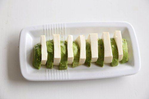 Cách làm Salad bơ đậu phụ với tương mè đen cực ngon