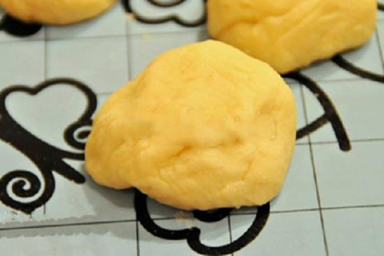 Cách làm món bánh khoai lang bọc dâu tây xinh xắn đáng yêu
