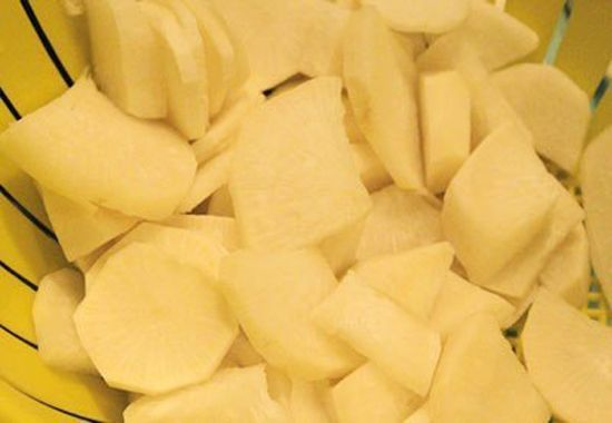 Canh củ cải trắng nấu với thịt nạc xay đơn giản dễ làm