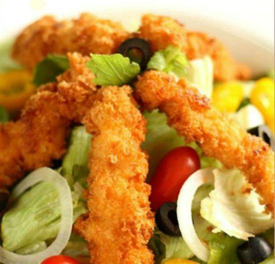 Hướng dẫn làm salad gà chiên mới lạ độc đáo