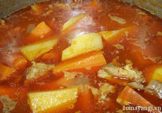 Công thức cho món sườn nấu khoai tây
