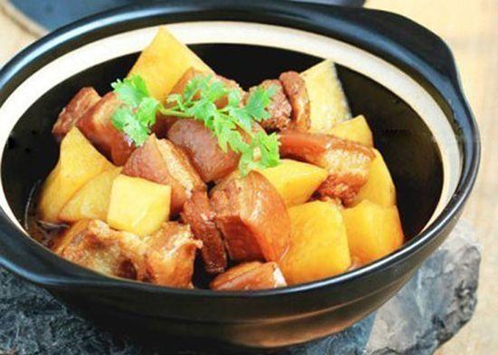 Cách nấu thịt kho khoai tây đậm vị đưa cơm