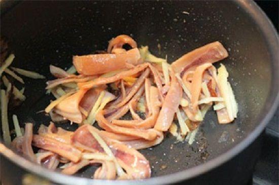 Cách nấu cháo mực cho bữa sáng