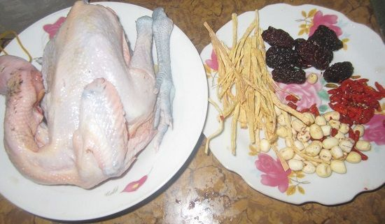 Cách làm gà tre tần hạt sen thuốc Bắc bổ dưỡng