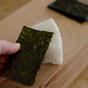 Cơm nắm kim chi cá ngừ