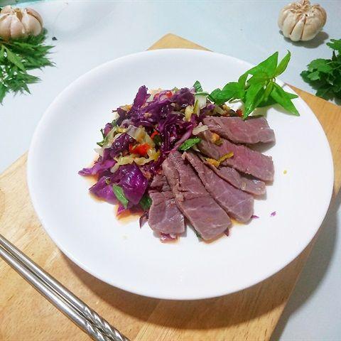 Gỏi bắp cải bò tái chanh