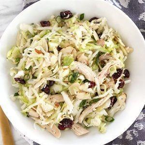 Salad bắp cải thịt gà sốt chanh
