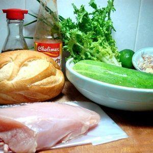 Salad bánh mì gà