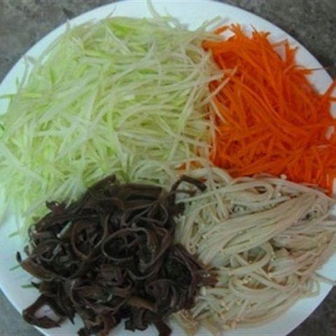 Gỏi nấm kim châm cà rốt