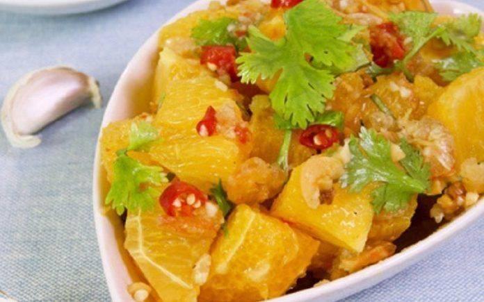 Salad cam tôm khô chua cay kiểu Thái